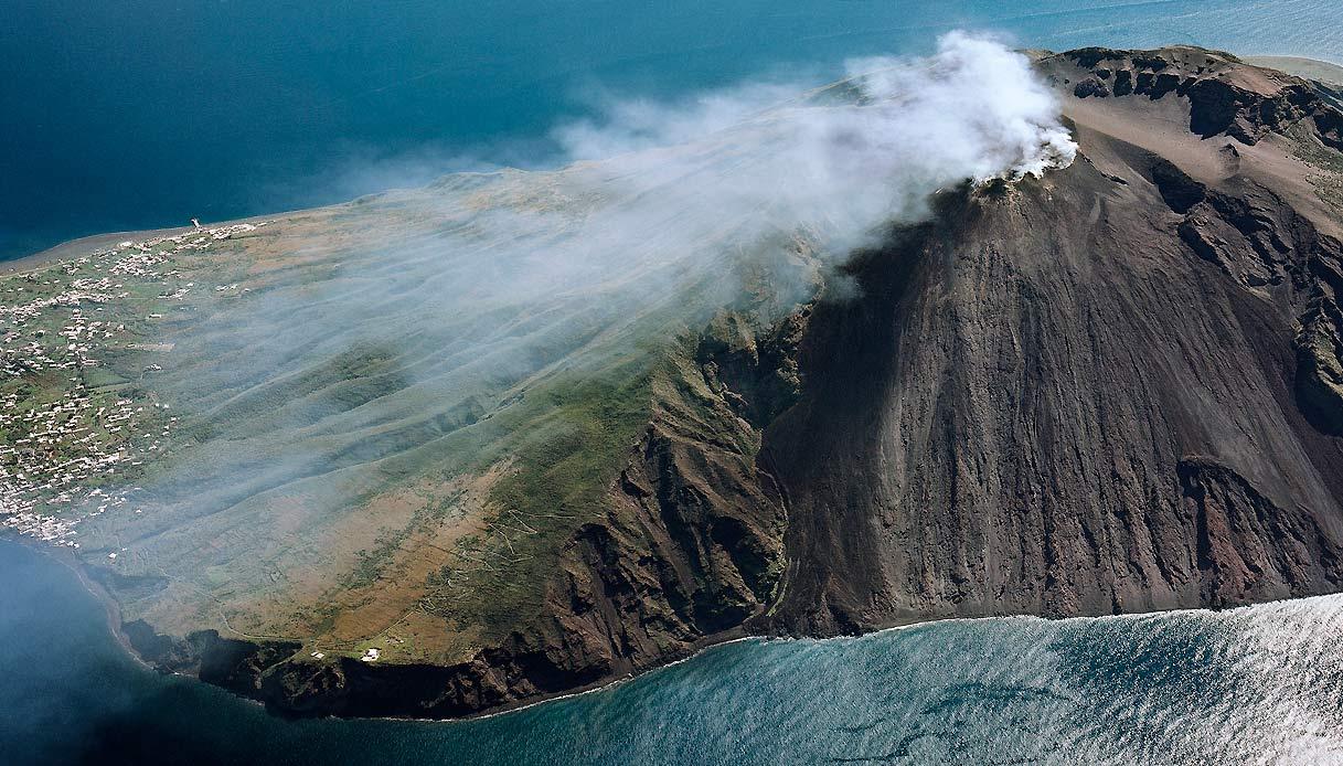 stromboli-vulcano-eruzione-turismo