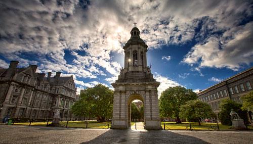 college-green-dublino-turismo-irlandese