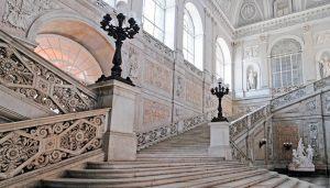 napoli-palazzo-reale-scalinata-cenerentola-o