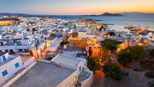 Vista di Naxos al tramonto