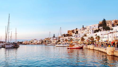 Il porto della città di Naxos