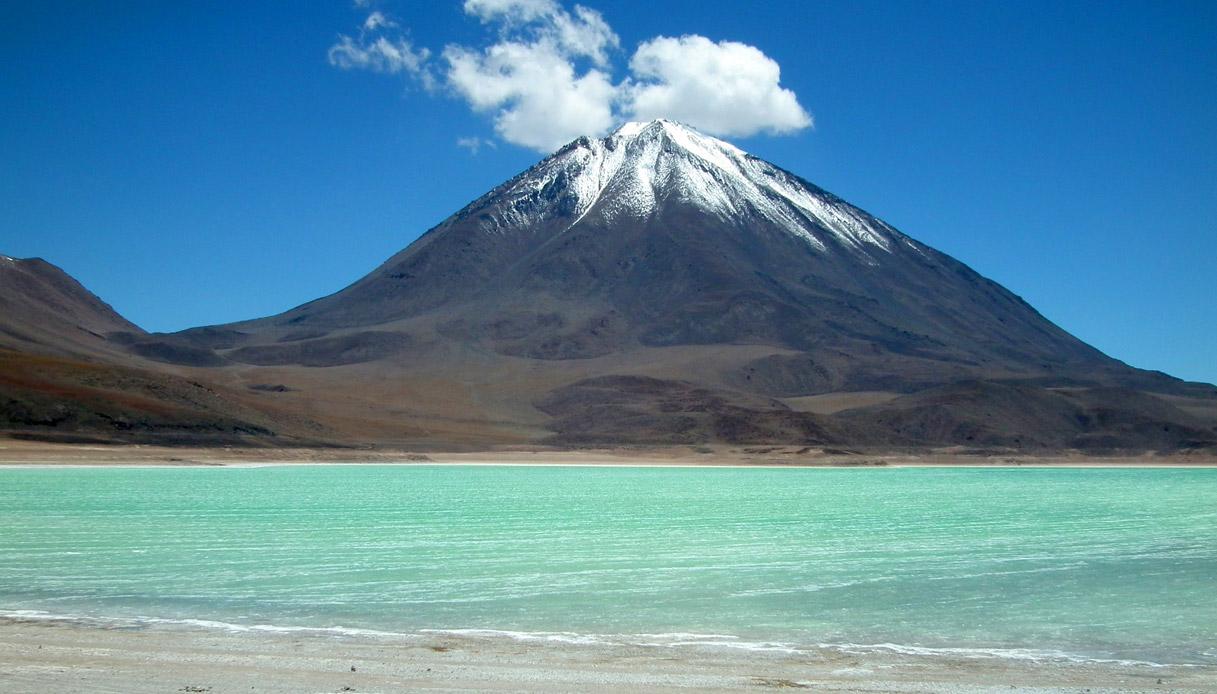 Laguna Verde, vulcano Licancabur @Albert Backer