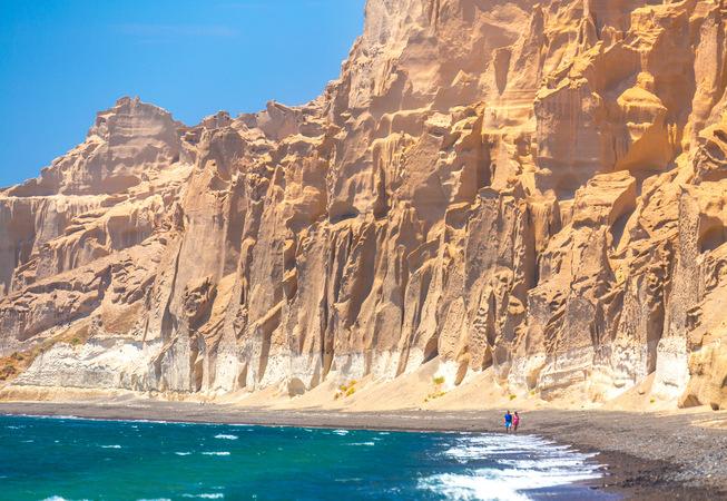 La spiaggia di Vlychada a Santorini