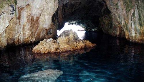 La Grotta del Leone dell'Isola di Dino