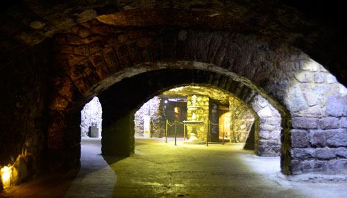 labirinto-castello-di-buda_th_500