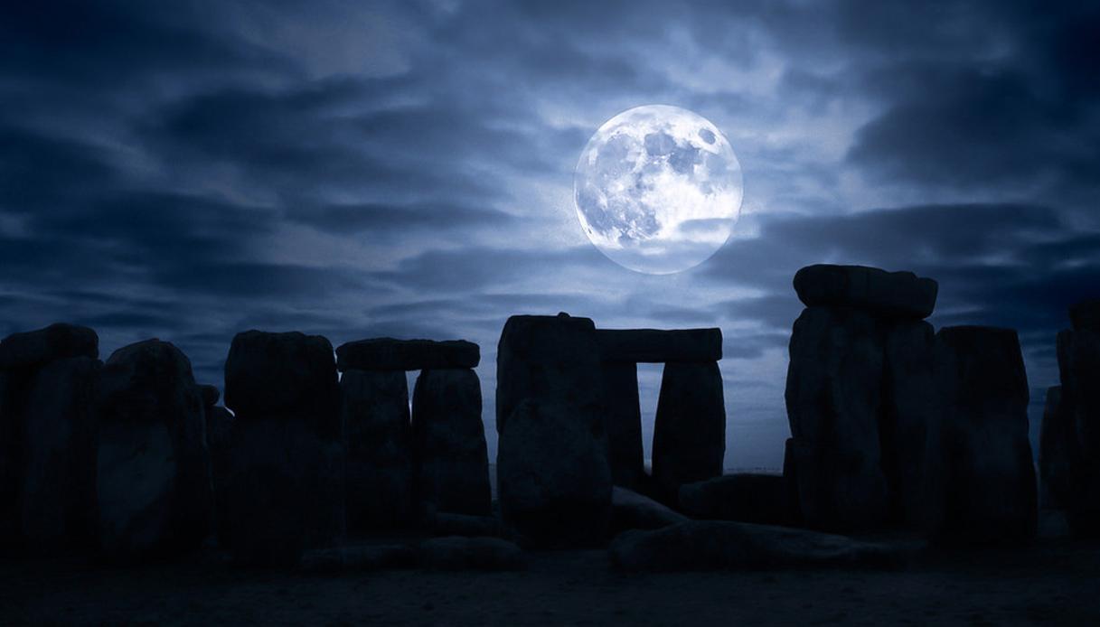 stonehenge moonlight - 1024×671