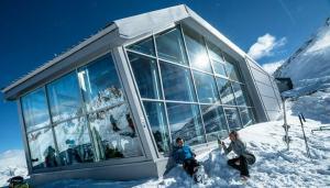 Sky Bar sul Presena: un rifugio di design a 3 mila metri di altezza