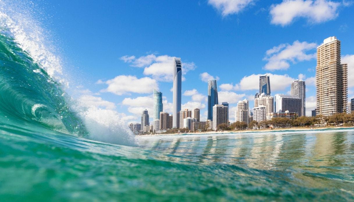 Fare surf nella Gold Coast australiana