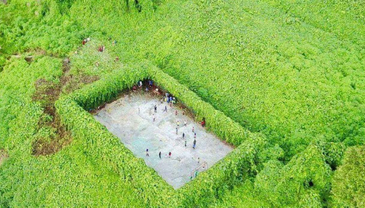Il campo da calcio più sperduto del mondo è in Malesia