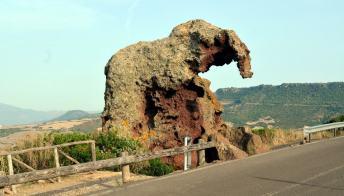 Orsi ed elefanti: ecco le dieci rocce più strane del mondo