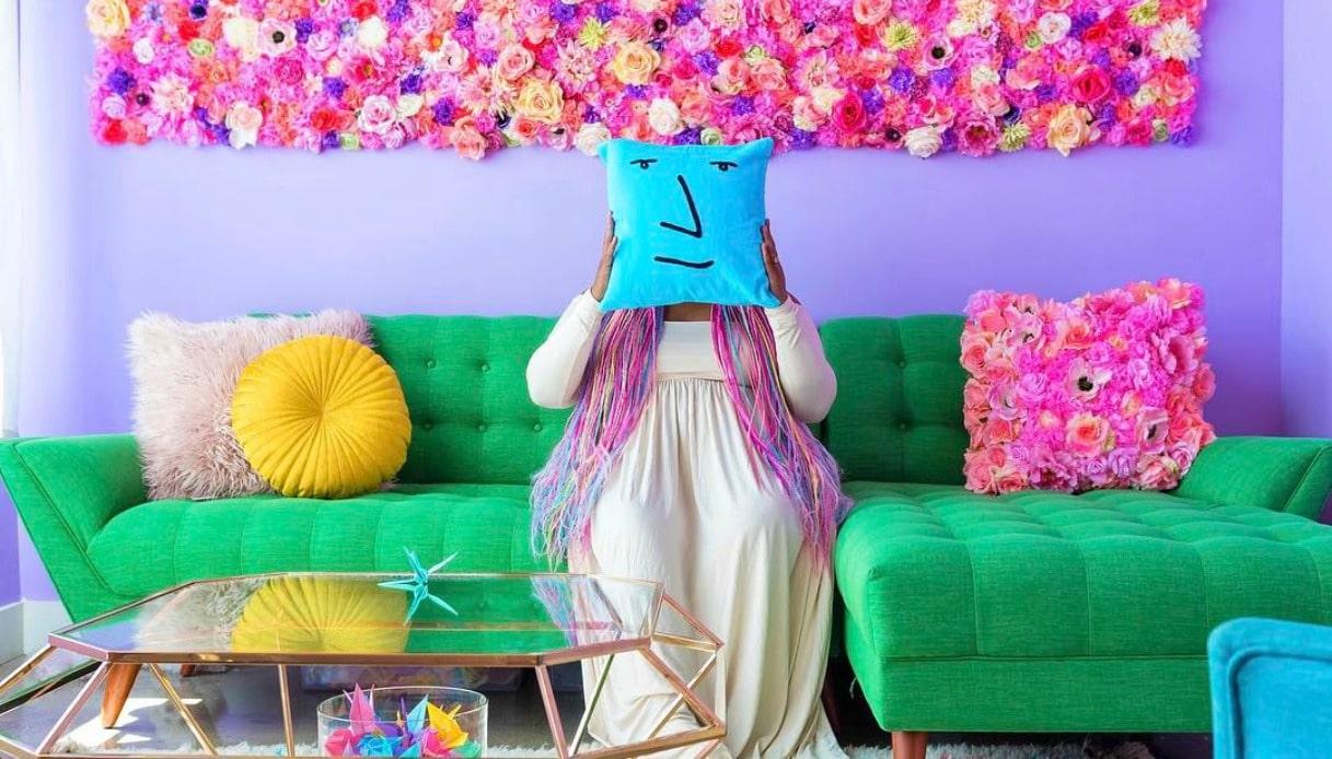 Amina Mucciolo nella casa più colorata del mondo