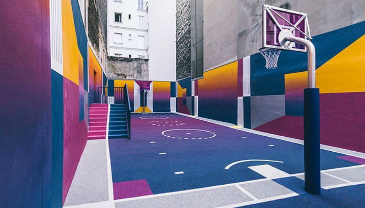 Campo da basket colorato a Parigi