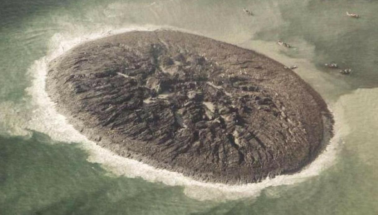 In Pakistan è sorta un'isola di fango che potrebbe scomparire