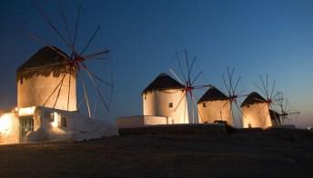 Cosa vedere e cosa fare a Mykonos di notte, tra beach party e discoteche