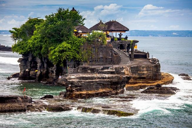 Il tempio di Tanah Lot a Bali