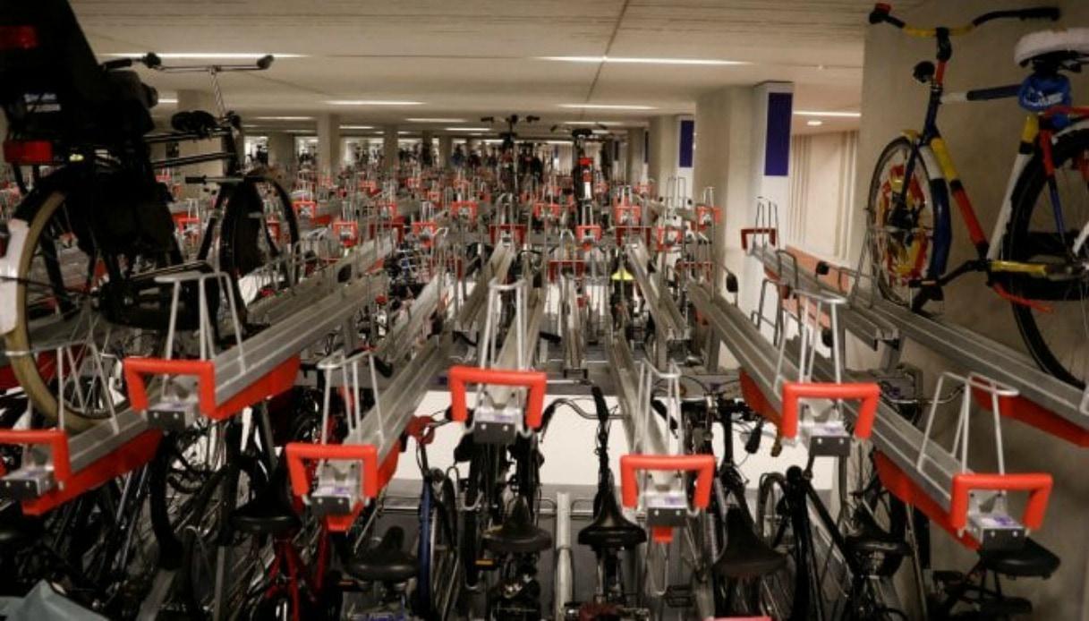 In Olanda il parcheggio per bici più grande al mondo-min