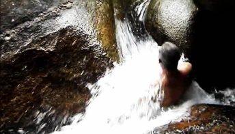 Emozioni tra le rocce: il tuffo è da brividi