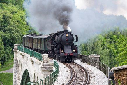 La Slovenia a bordo di un trenino a vapore