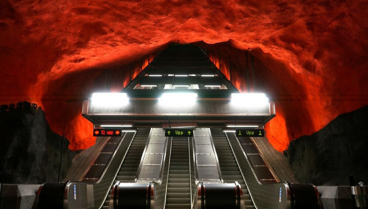 la bocca dell'inferno nella metro di Stoccolmafghooi