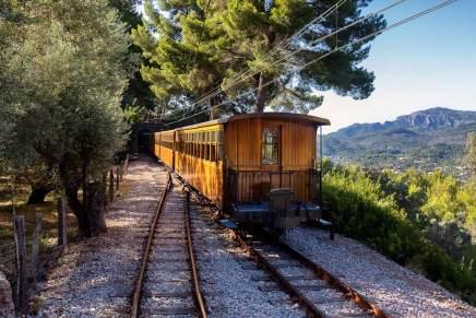 Il Tren de Sóller attraversa i paesaggi delle Baleari