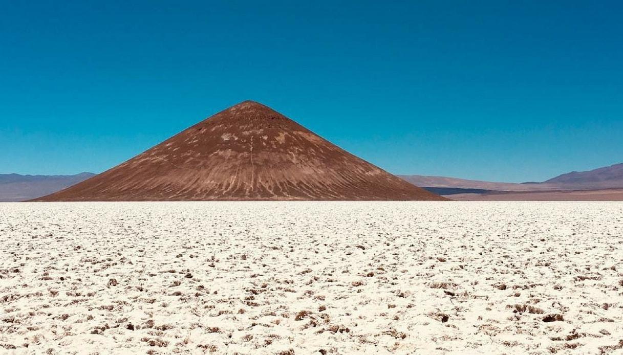 Cono de Arita, la surreale piramide nel cuore dell'Argentina