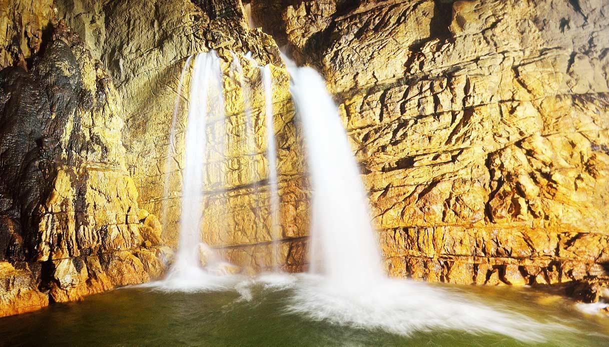 Le Grotte di Stiffe in Abruzzo nascondono una cascata sotterranea ...