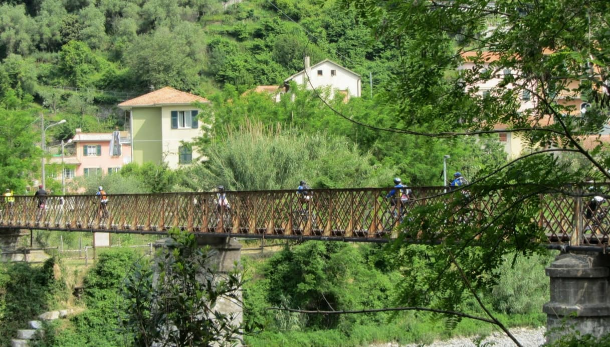 Ciclovia dell'Ardesia: in Liguria, l'itinerario che segue il corso del fiume Entella