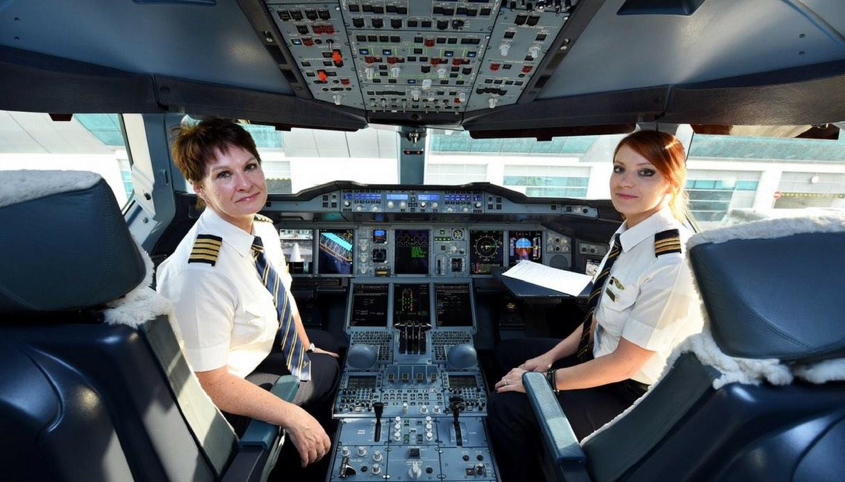 Festa della donna: le compagnie aeree la celebrano con gli equipaggi al femminile