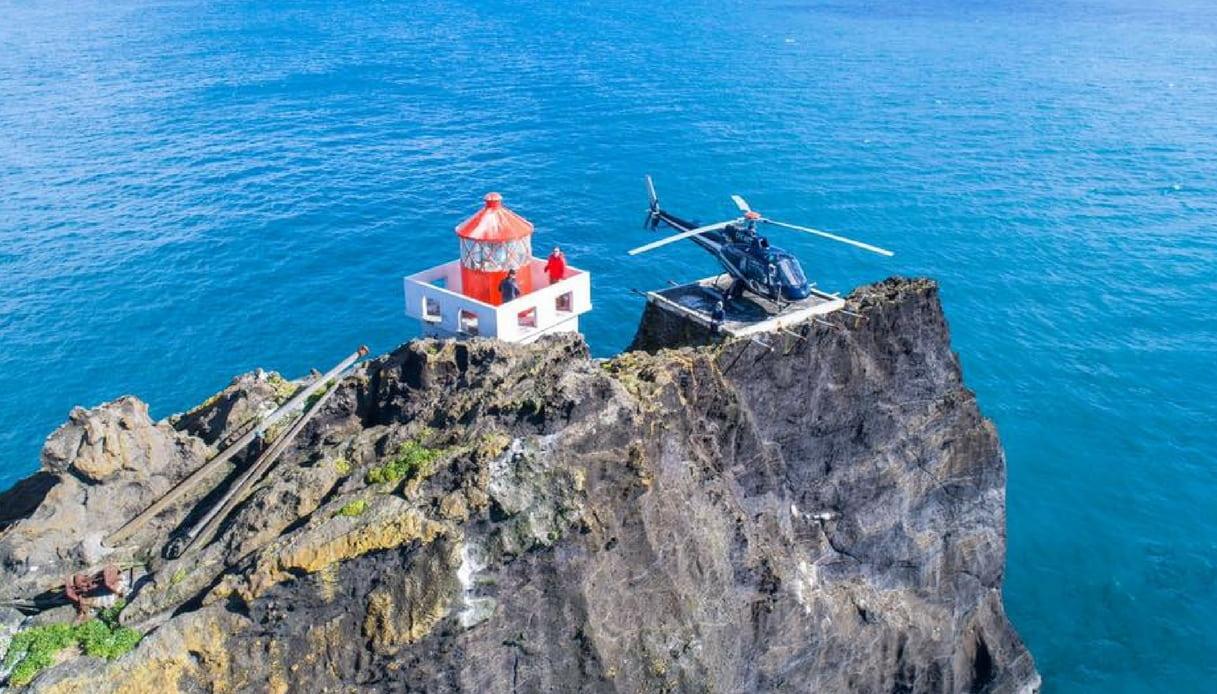 L'incredibile faro costruito su uno scoglio alle Westman Islands
