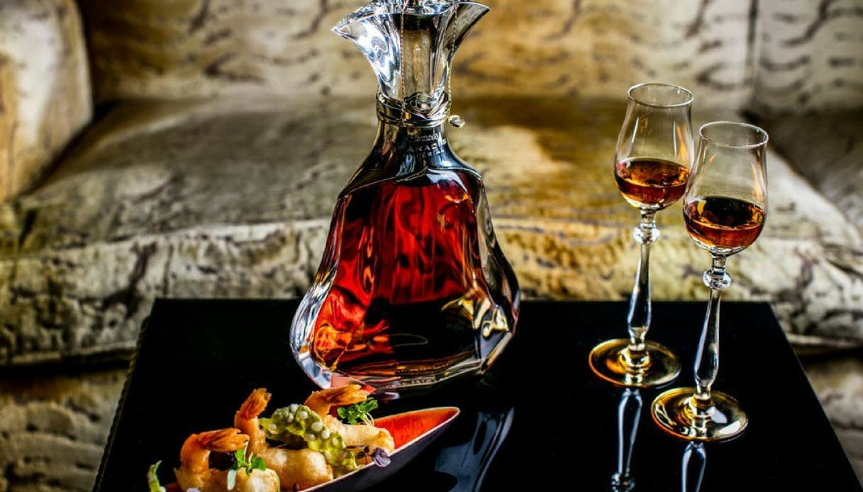 La Emirates Airlines serve in first class una bottiglia di cognac a 3mila dollari