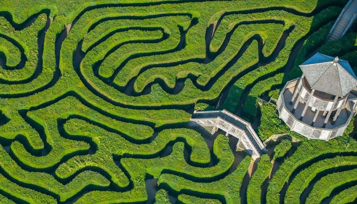 In Inghilterra il Longleat Hedge Maze il labirinto più lungo al mondo