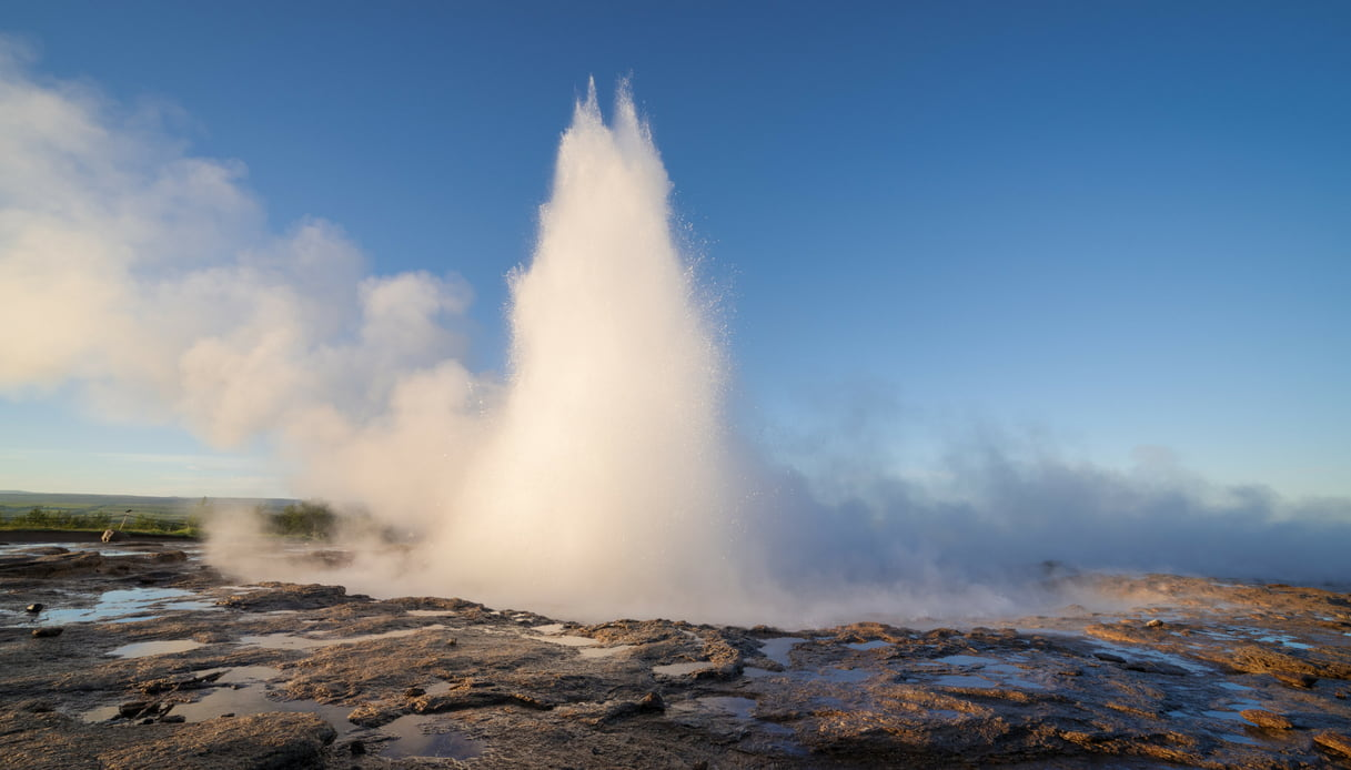 Gesyser Strokkur, Islanda: come arrivarci e cosa vedere nei dintorni