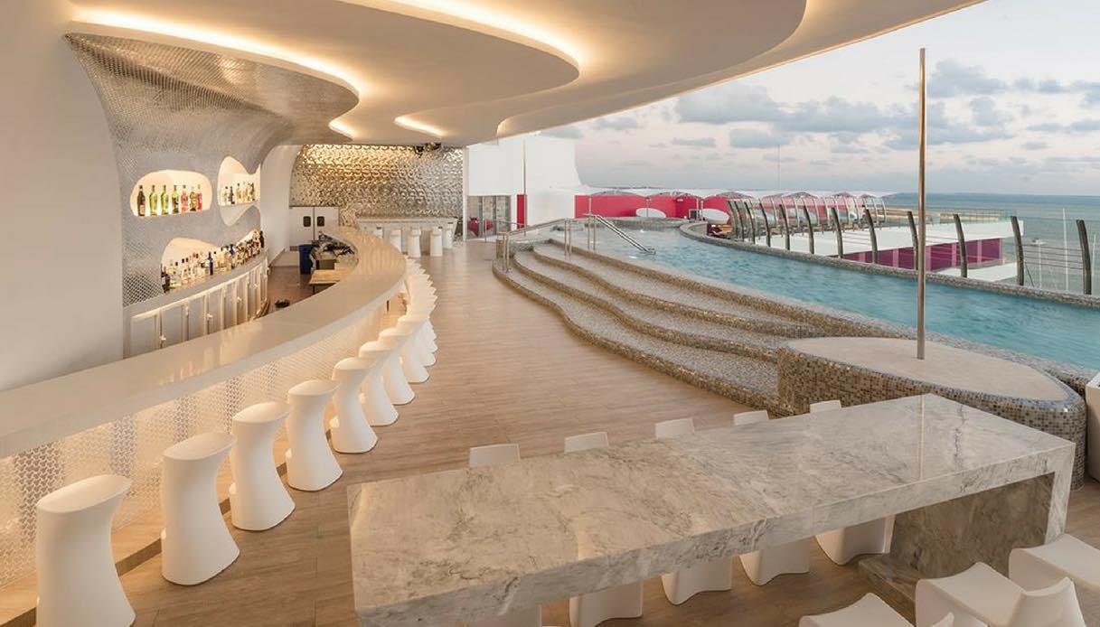 A Cancun, c'è un hotel riservato a chi ha più di 21 anni che incoraggia il topless