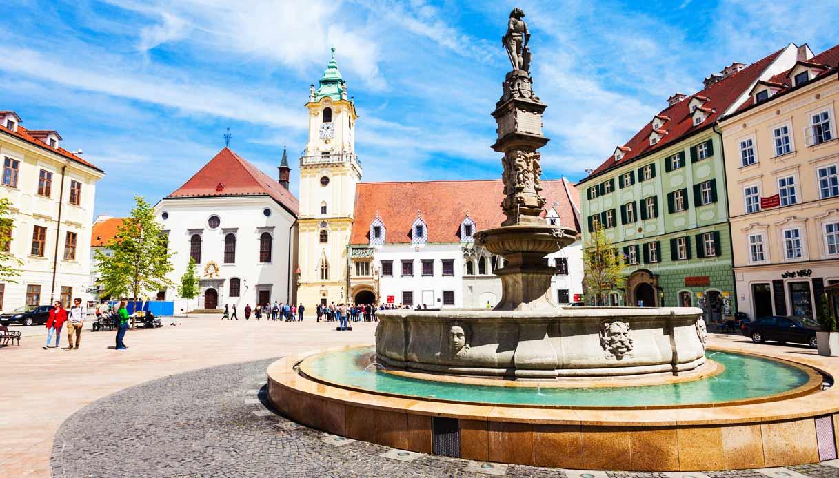 bratislava-piazza-centro-storico