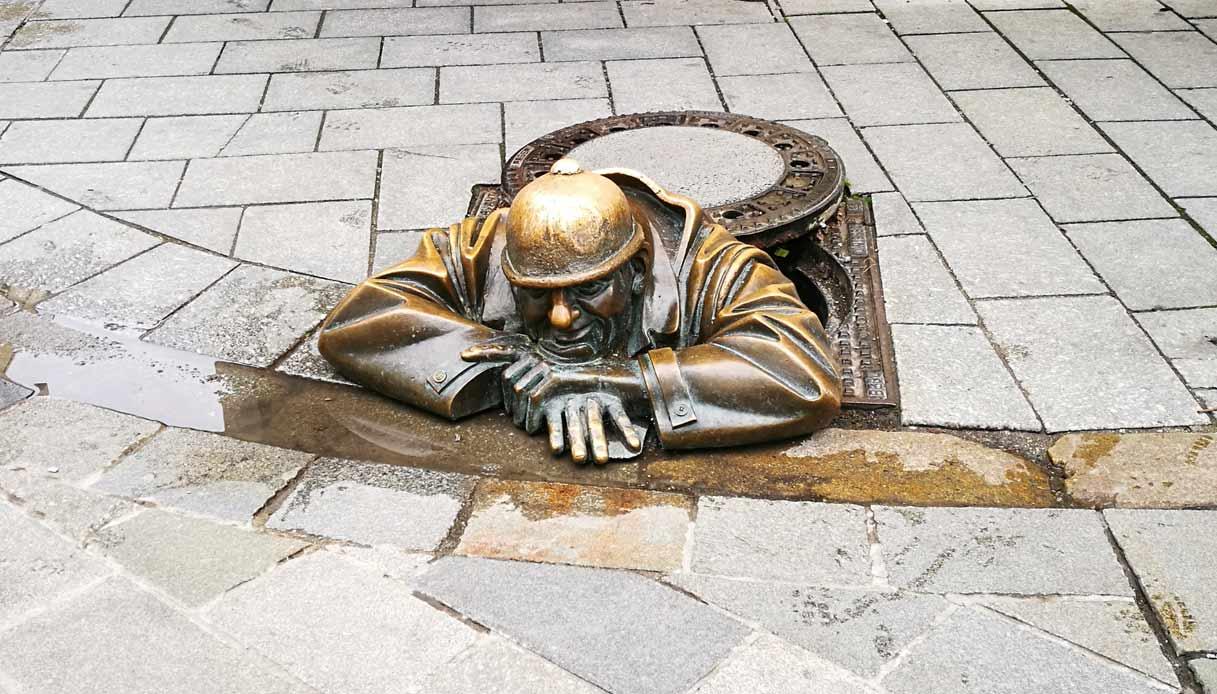 bratislava-scultura-operario