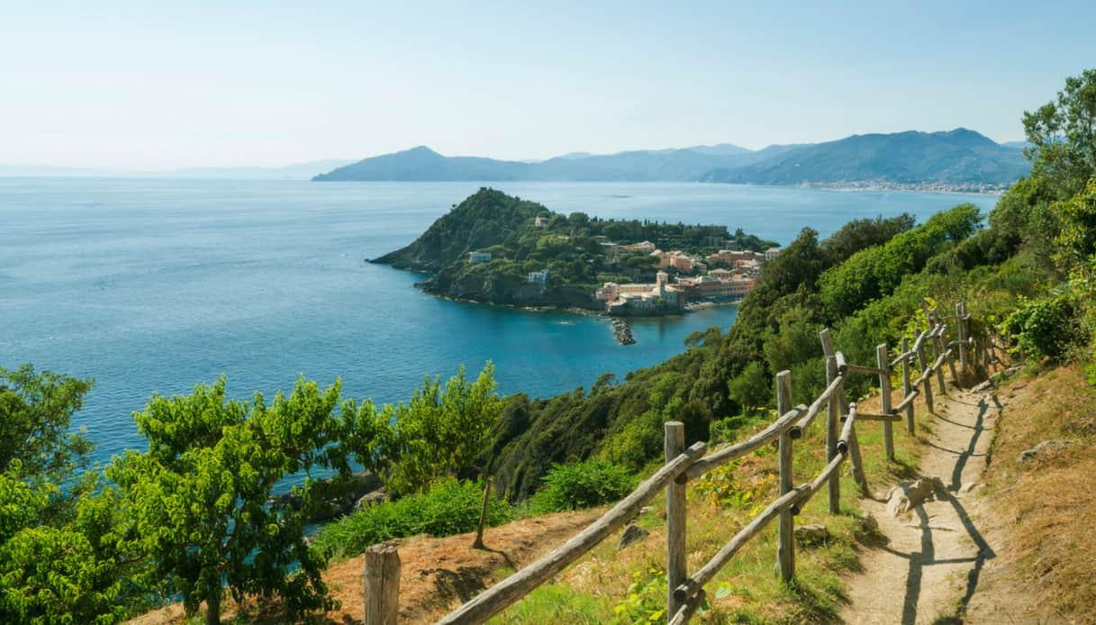 Liguria Sestri Levante passeggiata punta Manara