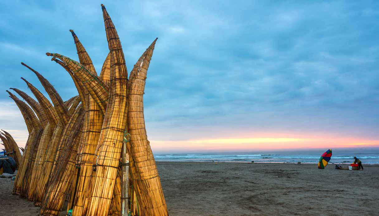 tramonto-spiaggia-surfisti-peru