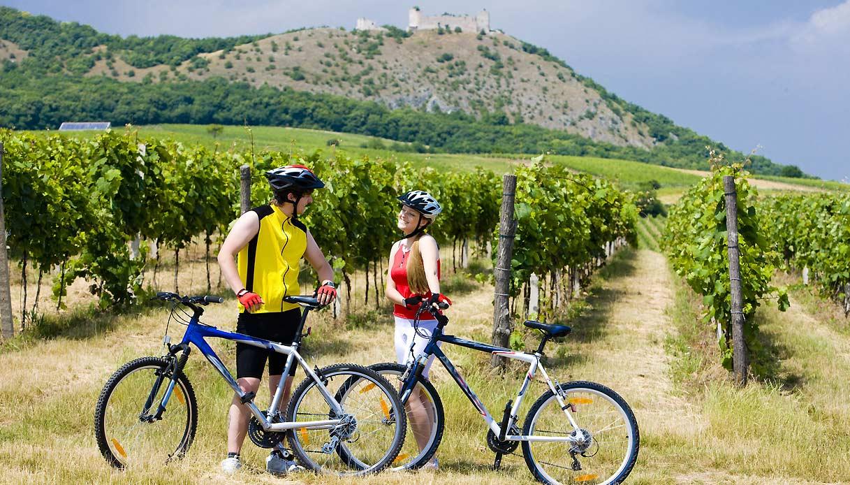 Castello-Devicky-repubblica-ceca-bicicletta