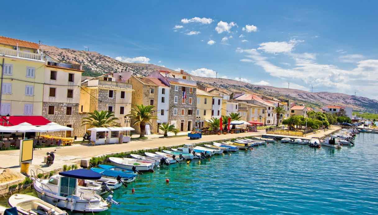 Vacanza low cost sull'Isola di Pag in Croazia tra spiagge e dj-set
