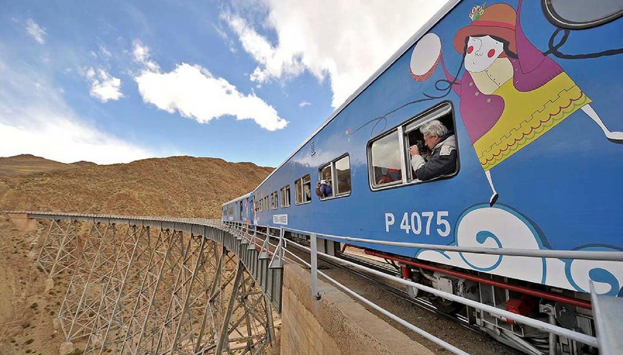 In Argentina, a bordo del Tren de las Nubes