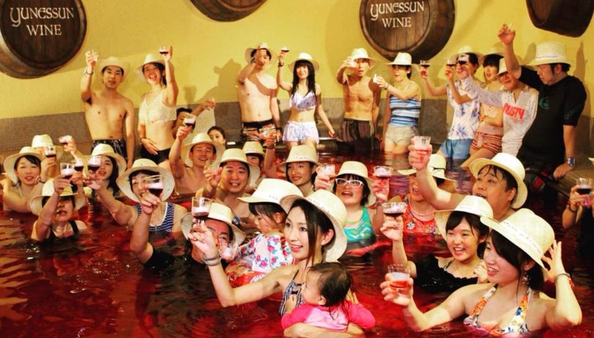 Le terme al caffè, vino o tè, solo in Giappone