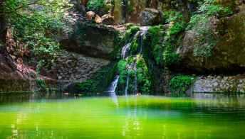 Lo spettacolo della Valle delle Farfalle, un paradiso naturale poco lontano da Rodi