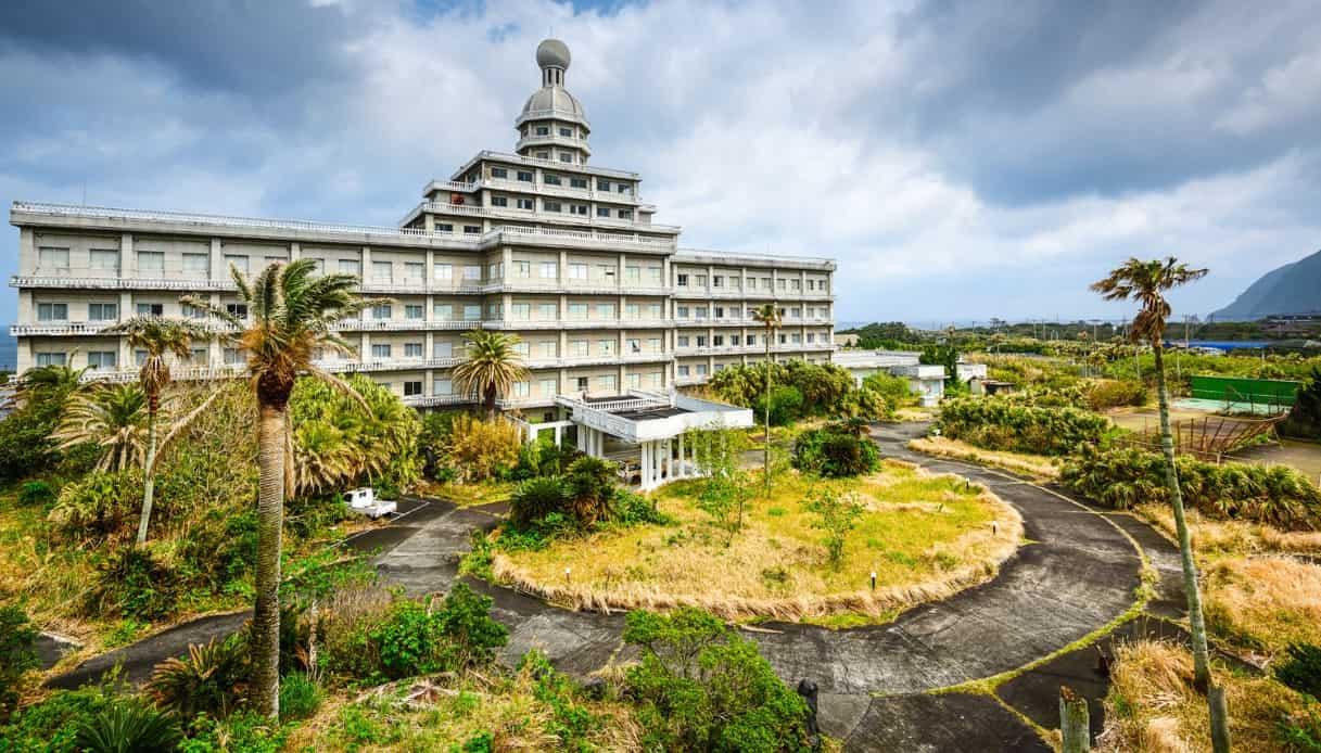 Hotel abbandonato Giappone