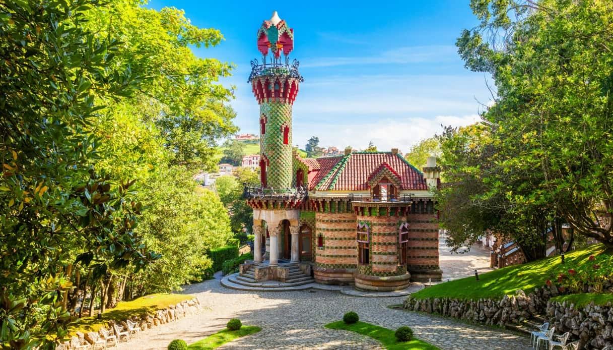 Nel nord della Spagna, c'è una bellissima opera di Gaudi che i turisti ignorano