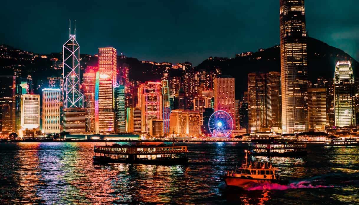 Traghetto notte Hong Kong