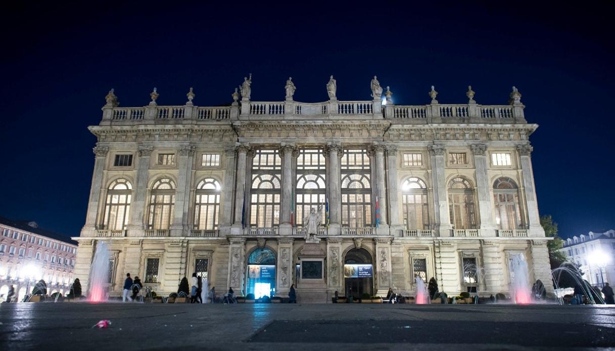 Palazzo Madama di Torino è la location del videoclip Hola di Mengoni