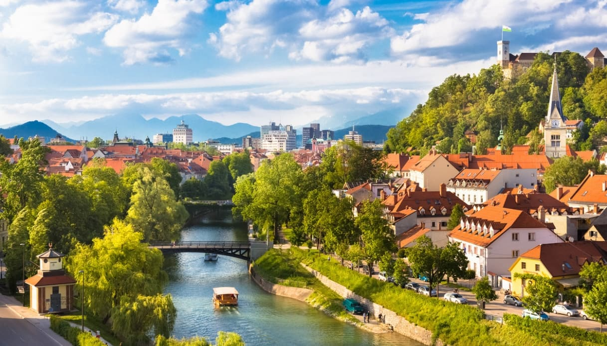 Slovenia, a Lubiana c'è un tour in bicicletta con i baffi