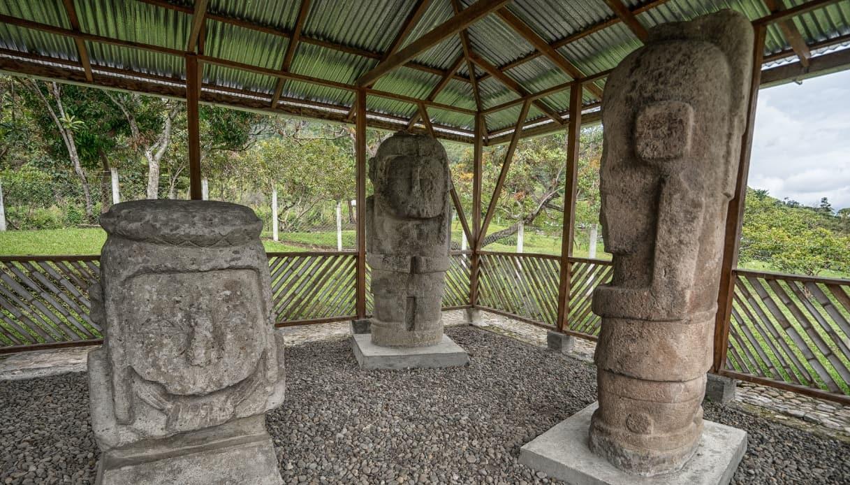 Statue monolitiche pre-colombiane