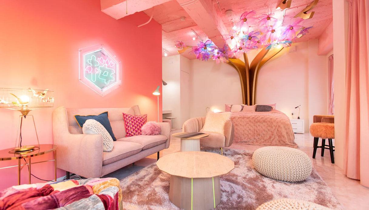 Tokyo, la camera ispirata alla fioritura dei ciliegi