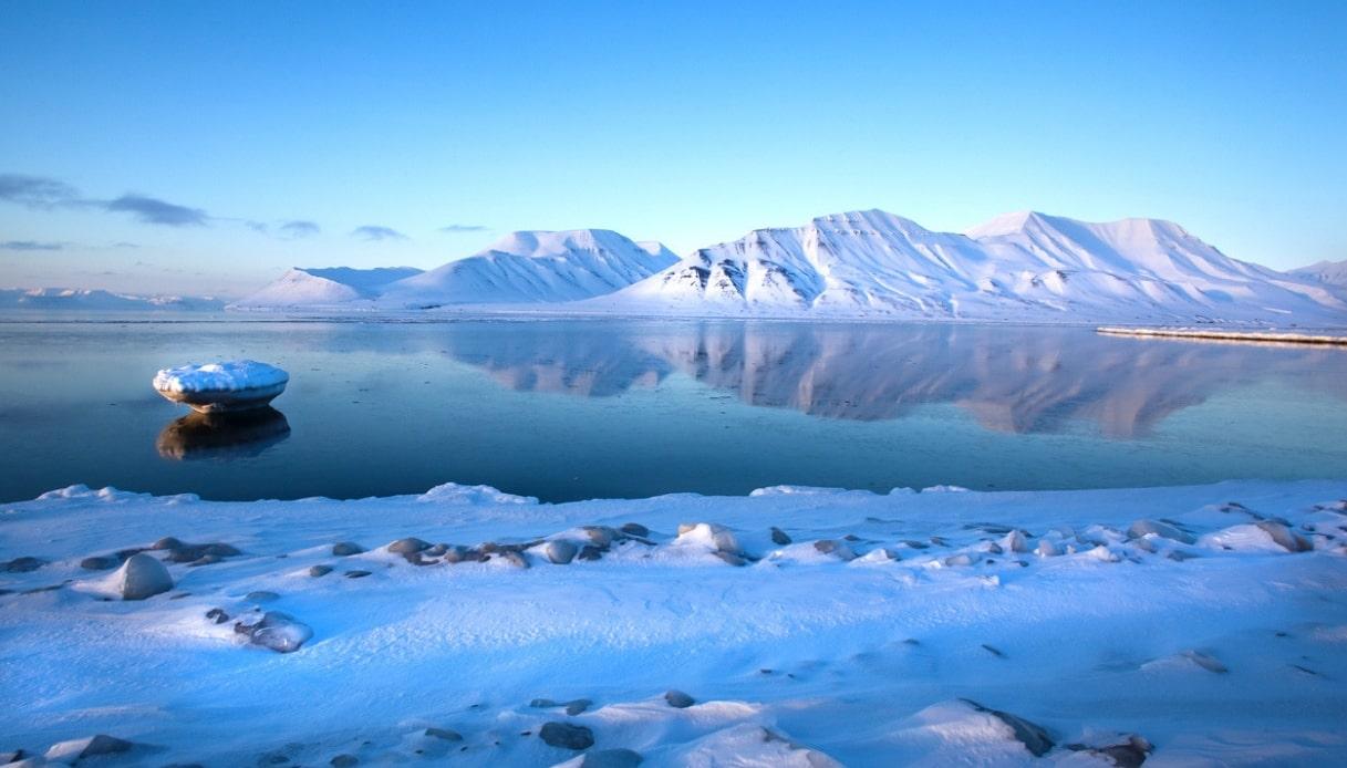 Alle Svalbard si dorme su un ghiacciaio con vista sugli orsi polari